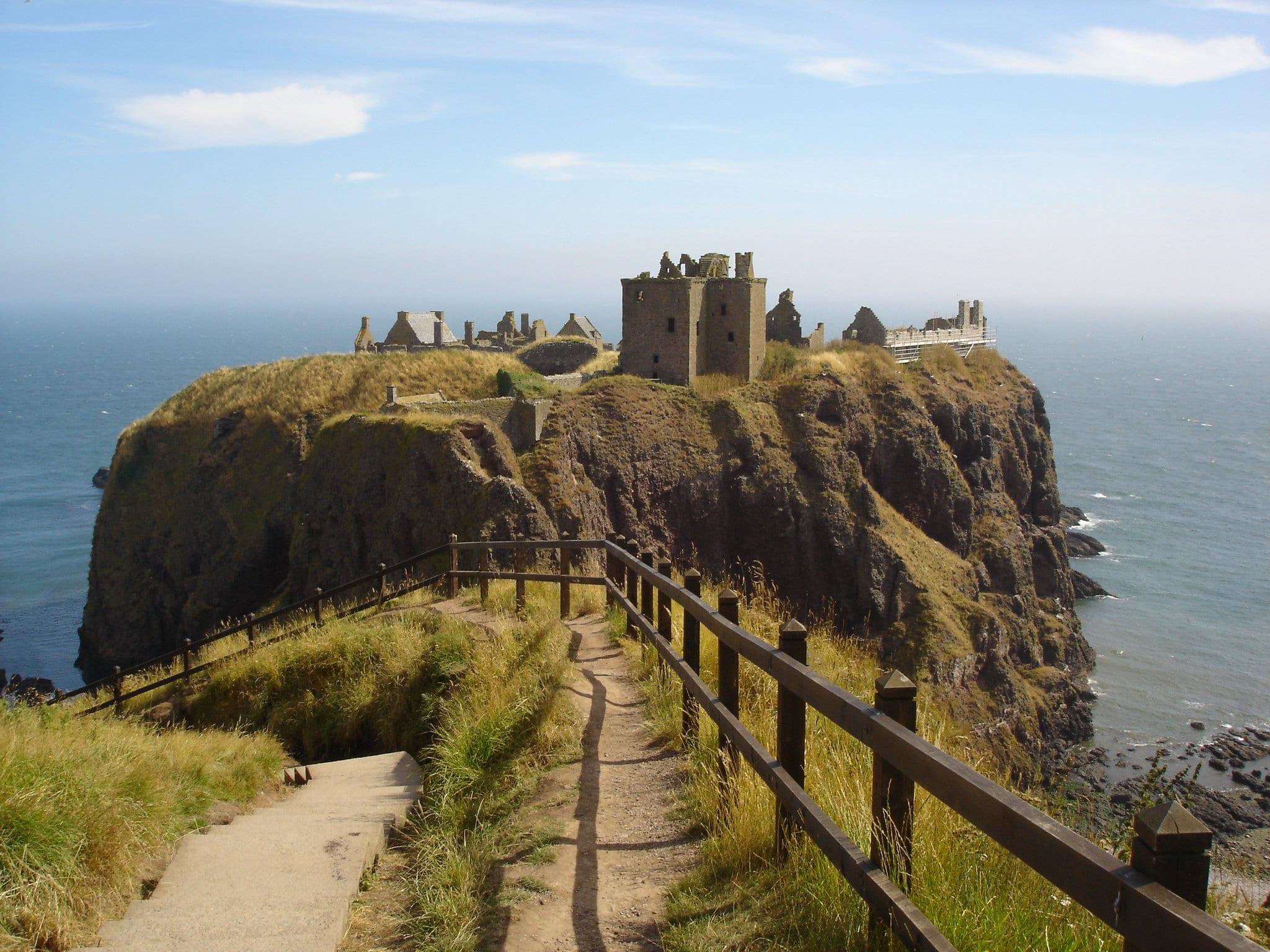 dunnotter castle stonehaven